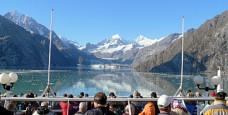 cropped-cruise-ship-glacier-viewing.jpg